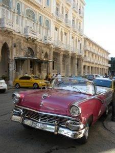 Voiture américaine ancienne à Cuba