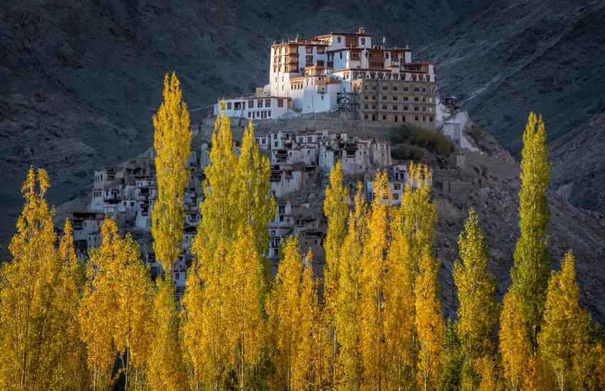 Ville construite en hauteur au Ladakh