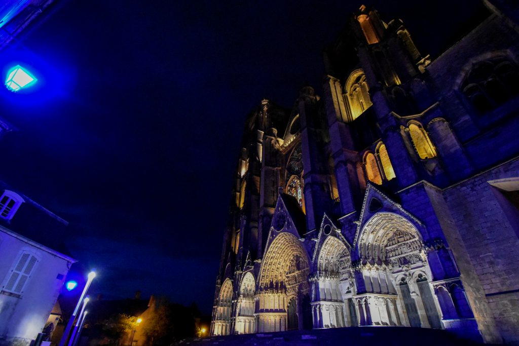 Projection de jeux de lumière sur les façades du vieux Bourges