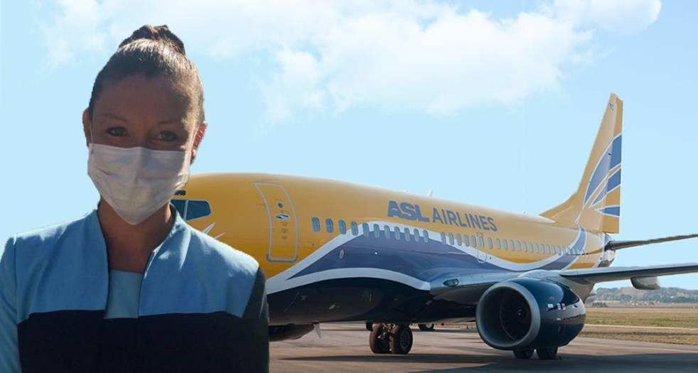 hôtesse d'ASL Airlines avec un masque