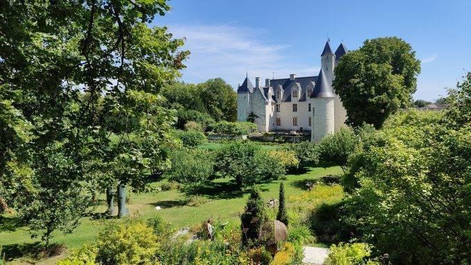 Paysage de campagne avec château