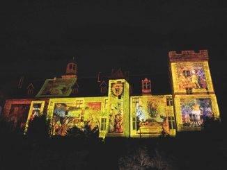 Projection lumière sur façade de château